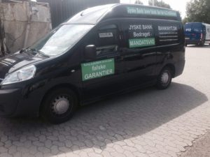 Bil med unik reklame byttes til ny varebil Gratis glæder er sjovest når man er blevet bedraget af jysk bank i 9 år